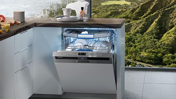 почистить посудомоечную машину
